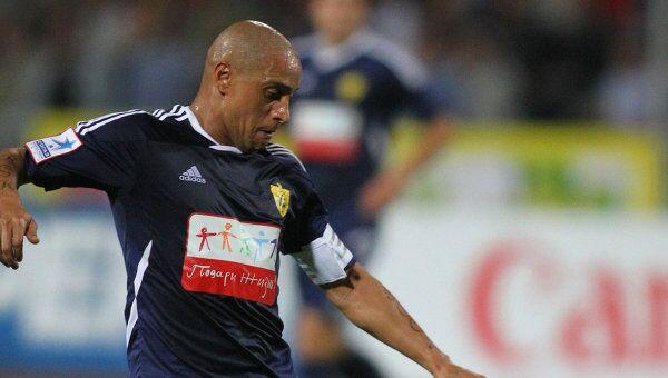 Роберто Карлос, играющий за ФК Анжи. Архивное фото