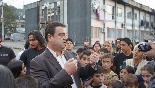 Лидер цыганского сообщества Болгарии Цветелин Кынчев (Дон Цеце) и жители квартала Факультет