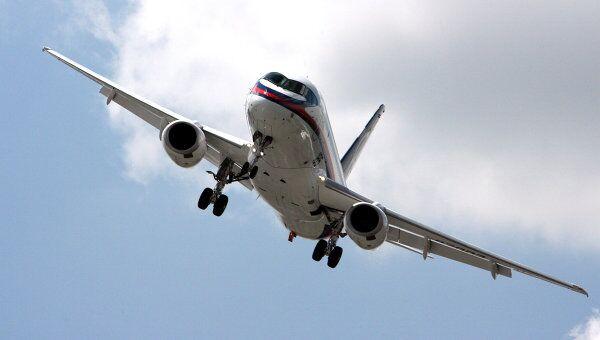 Полет самолета Sukhoi Superjet 100. Архив