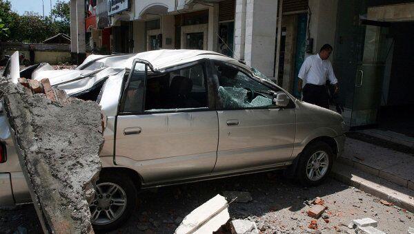 Последствия землетрясения в городе Кута на острове Бали в Индонезии