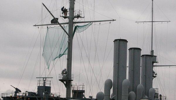 На крейсере Аврора вывесили пиратский флаг Веселый Роджер