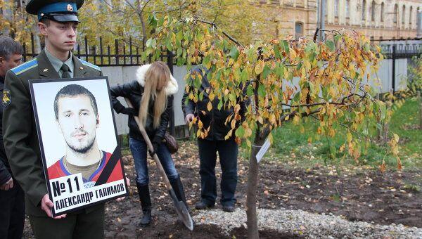 Посадка сада плачущих деревьев в честь погибших хоккеистов команды Локомотив в Ярославле