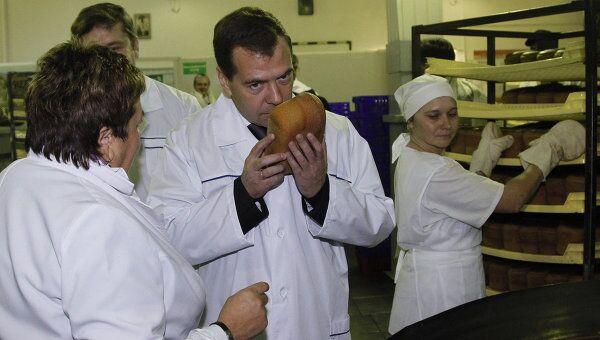 Президент РФ Д.Медведев посетил хлебокомбинат в Твери