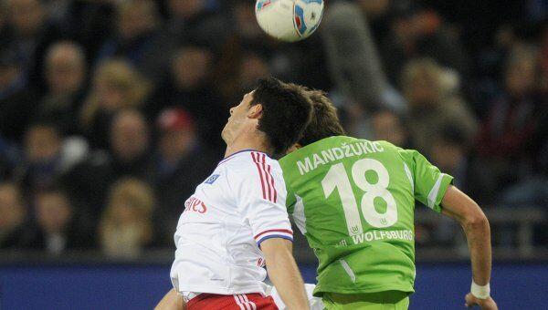 Игровой момент матча Гамбург - Вольфсбург