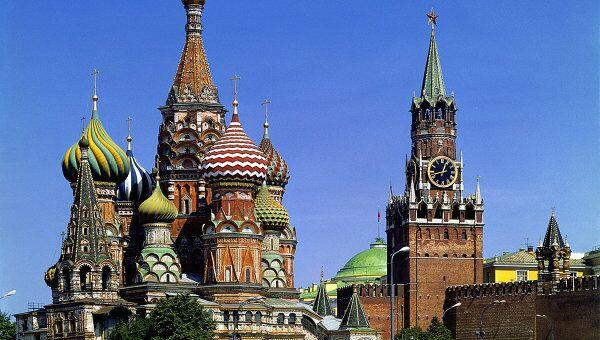Храм Василия Блаженного и Спасская башня Кремля