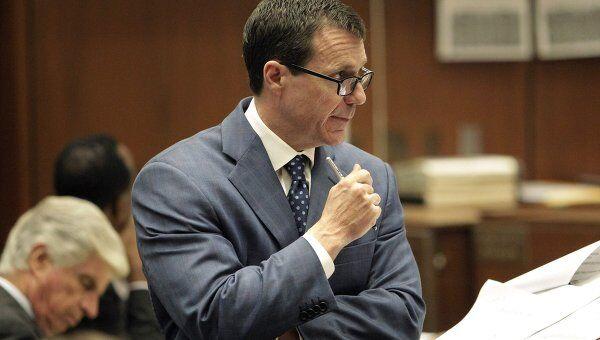 Адвокат врача Конрада Мюррея Эд Чернофф в суде Лос-Анджелеса