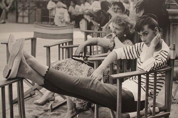 Фото на выставке в Риме, посвященной Одри Хепберн