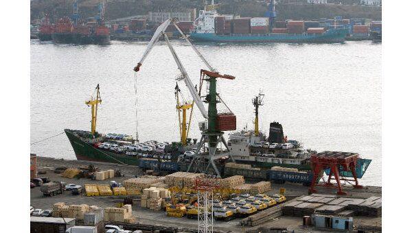 Теплоход в порту Владивостока