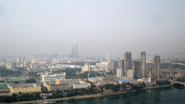 Вид на Пхеньян со смотровой площадки. Архив