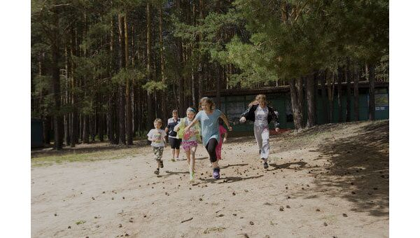 Дети в летнем лагере. Архив