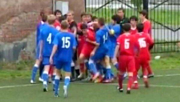 Футболистов юношеской команды Ростов избили прямо во время матча