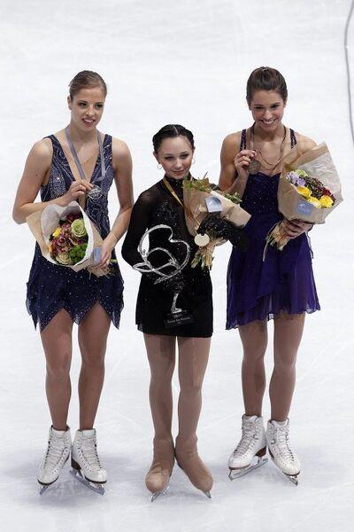 Каролина Костнер, Елизавета Туктамышева и Алисса Чизни (слева направо)