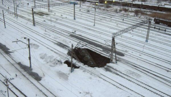 Провал грунта близ железнодорожной станции Березники в Пермском крае