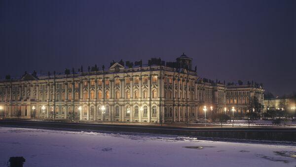 Здание Государственного Эрмитажа - Зимний дворец. Архивное фото