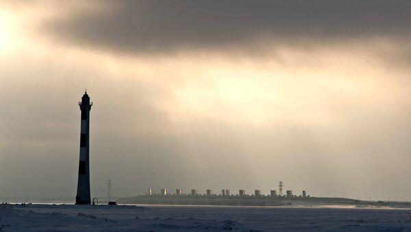 Вид на комплекс защитных сооружений (дамбу) Санкт-Петербурга. Архивное фото
