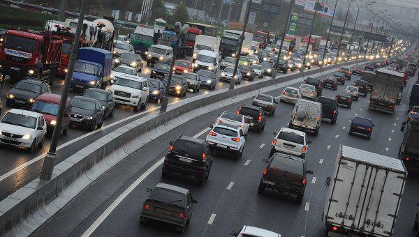 Движение автотранспорта на МКАД. Архивное фото
