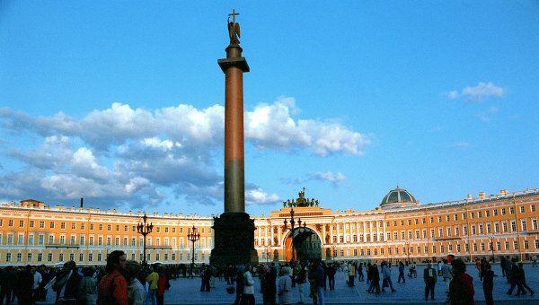 Александровская колонна на Дворцовой площади