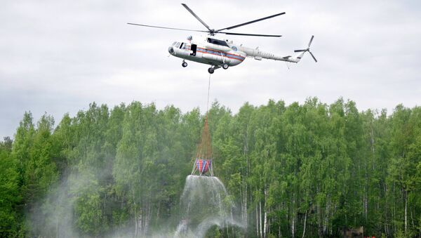 Тушение пожара при участии вертолета Ми-8
