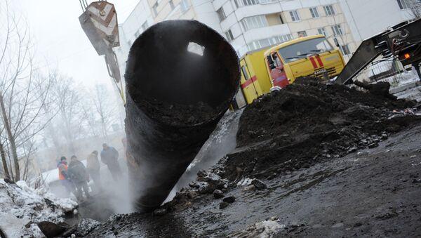 Прорыв трубы отопления в Кировском районе Санкт-Петербурга. Архив