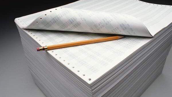 Стопка бумаг. Архивное фото