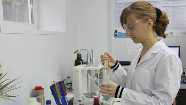 Сотрудница лаборатории каталитических исследований ТГУ