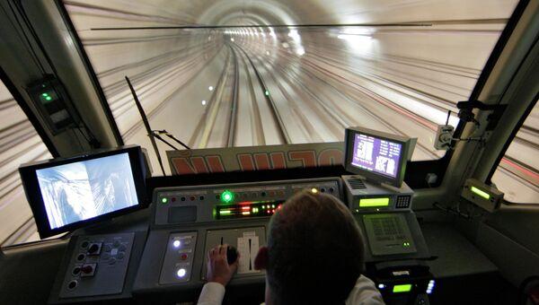Вид из кабины машиниста метропоезда