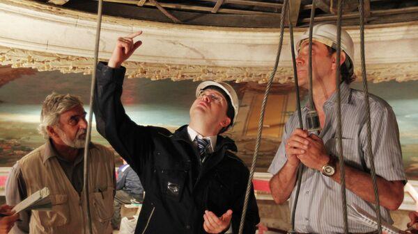 Владимир Мединский (в центре) на стройплощадке БДТ