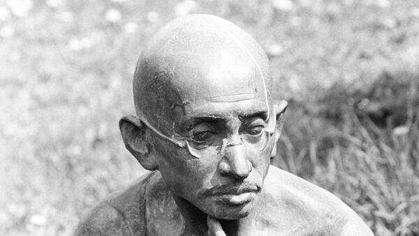 Скульптура Махатмы Ганди. Архивное фото
