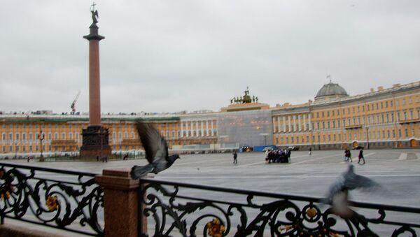 Дворцовая площадь в Петербурге. Архивное фото