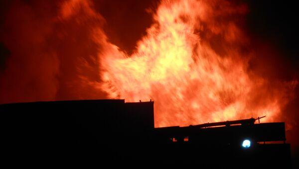 Пожар на складе в Калининском районе