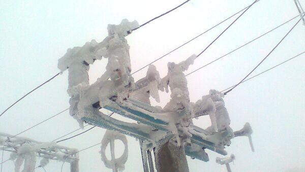 ЛЭП в снегу. архивное фото