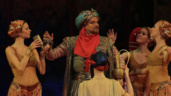Сцена из балета Шехерезада. Андрис Лиепа в роли Шахрияра. Архивное фото