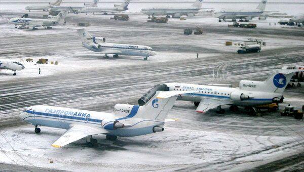 Стоянка самолетов в аэропорту Внуково. Архив
