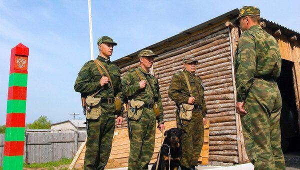 Контрактники несут службу по охране государственной границы России