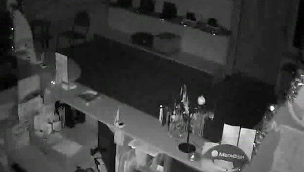 Землетрясение магнитудой 4,9 на Сахалине. Видео камеры наблюдения