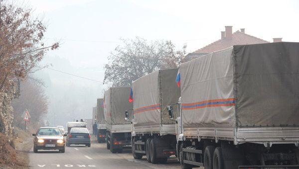 Основная часть колонны грузовиков гуманитарной помощи России, ожидающая проезда через КПП Ярине