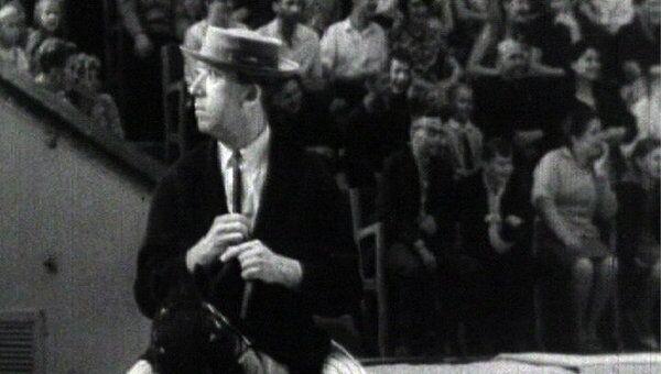 Юрий Никулин в сценке На лошадках. 1960-е годы