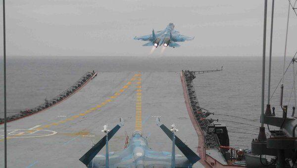 Летчики авианосца Адмирал Кузнецов возобновили полеты после шторма