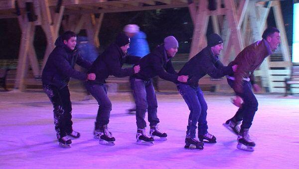Во дворе или на стадионе: где в Москве покататься на коньках