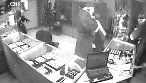 Деды Морозы ограбили ломбард. Видео камер наблюдения