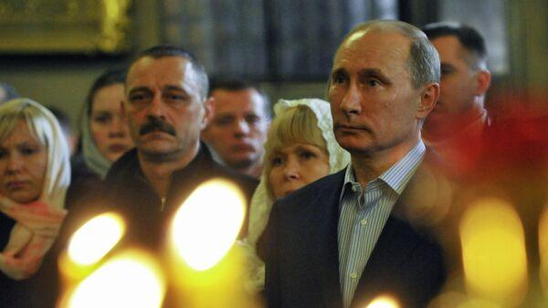 Премьер-министр РФ В.Путин на Рождественском богослужении в Санкт-Петербурге