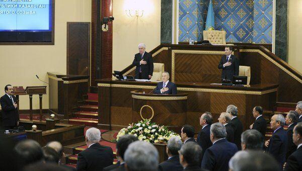 Президент Казахстана Нурсултан Назарбаев во время заседания первой сессии парламента нового созыва в Астане