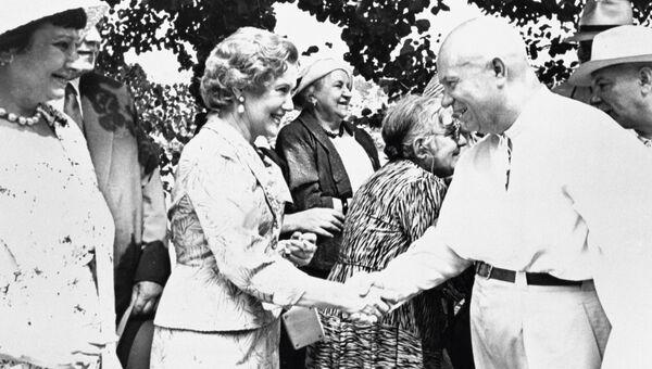 Никита Сергеевич Хрущёв  и народная артистка СССР Любовь Петровна Орлова