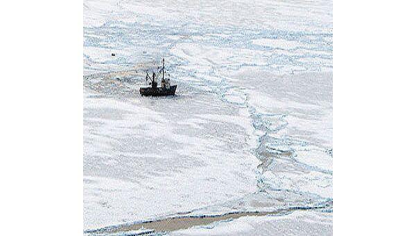 Корабль в Охотском море. Архив