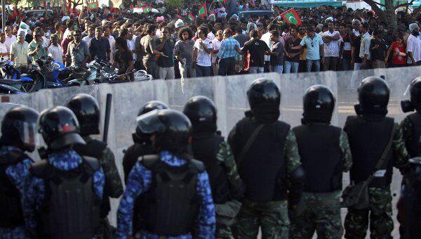 Столкновения сторонников экс-президента и полиции на Мальдивах