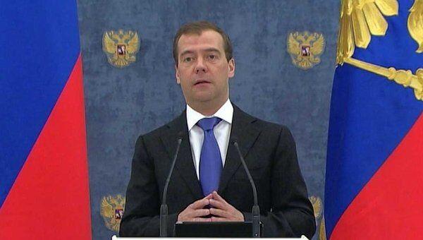 Медведев позвал российских дипломатов в Twitter
