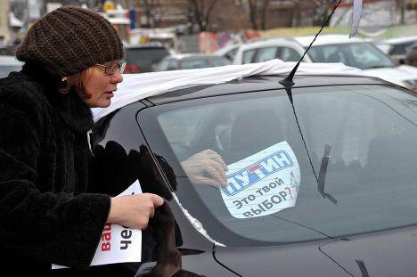 Участники автопробега За честные выборы под названием Белая улица