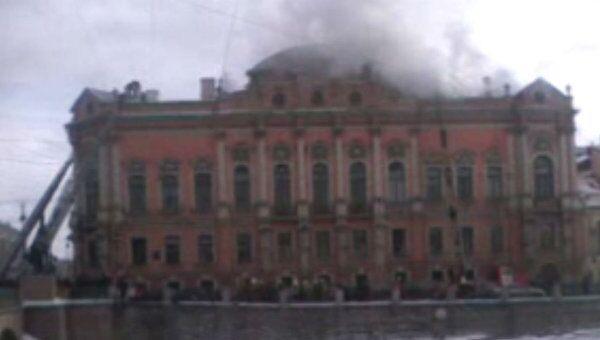 Пожар во дворце в центре Санкт-Петербурга. Видео с места ЧП