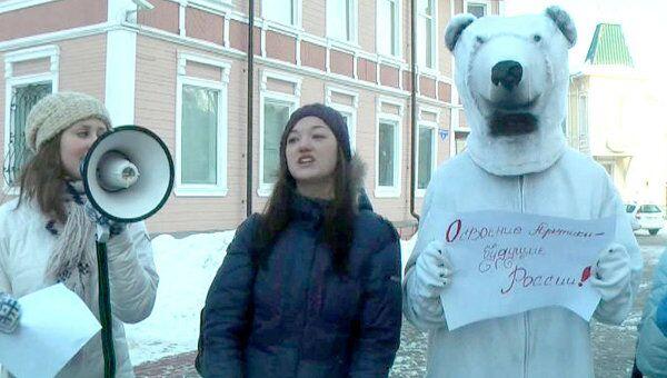 День Арктики: на улицы Архангельска вышли белые медведи проводить зиму