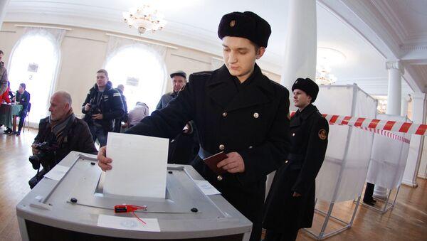 Военнослужащие Черноморского флота на выборах президента РФ в Севастополе